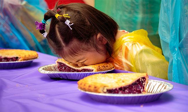 Boysenberry-pie-eating-contest-girl