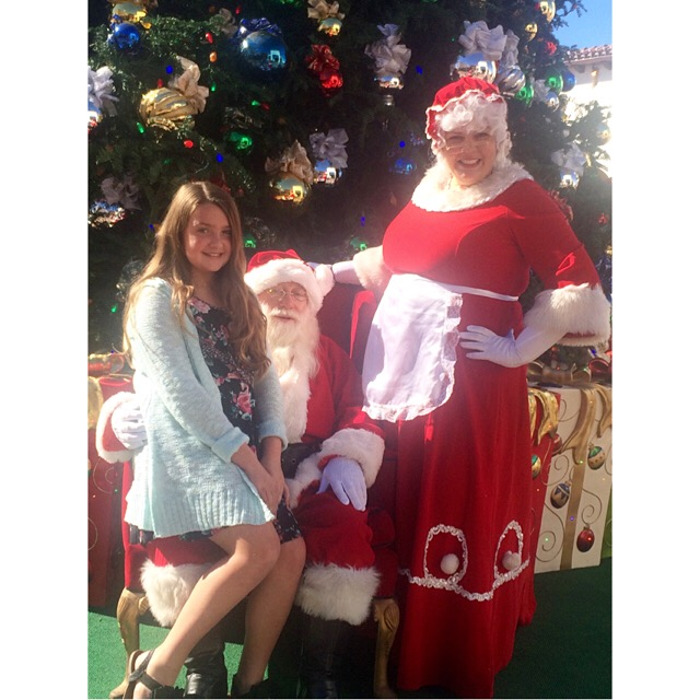 the-outlets-at-san-clemente-visiting-santa2