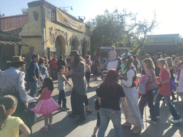 knotts-ghost-town-75th-anniversary-celebration-hoedown