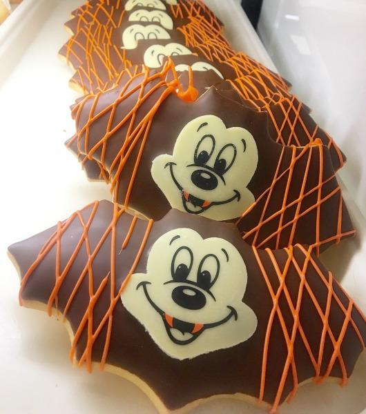 halloween-time-disneyland-resort-mickey-bat-cookie