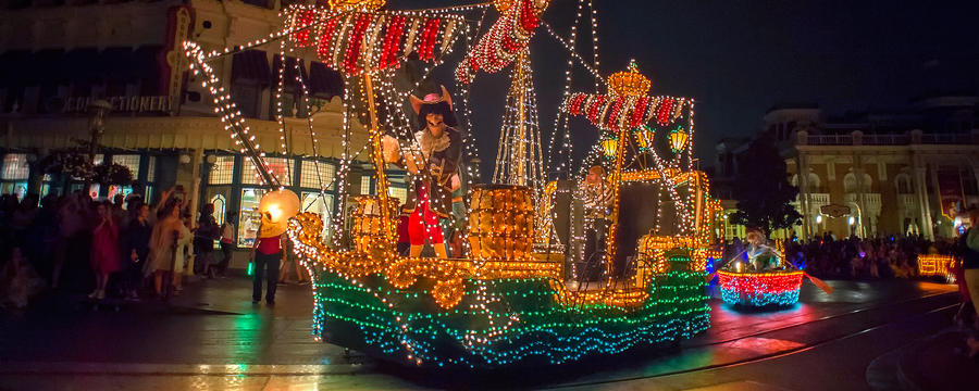 main-street-electrical-parade-ship