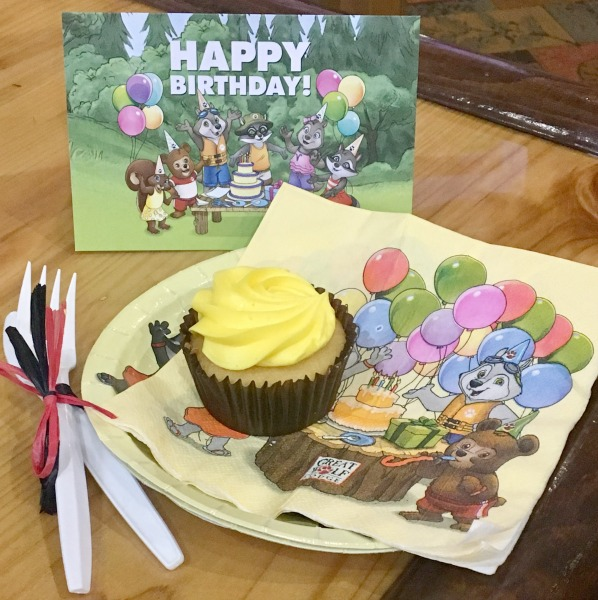 great-wolf-lodge-southern-california-birthday-cupcakes