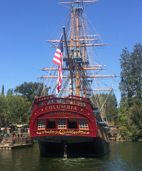 disneyland-columbia-ship