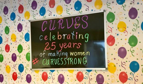 curves-celebration-wall