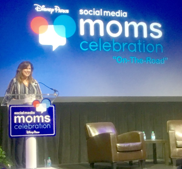 disney-social-media-moms-on-the-road-leanne