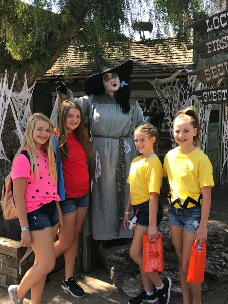 knotts-spooky-farm-trick-or-treating
