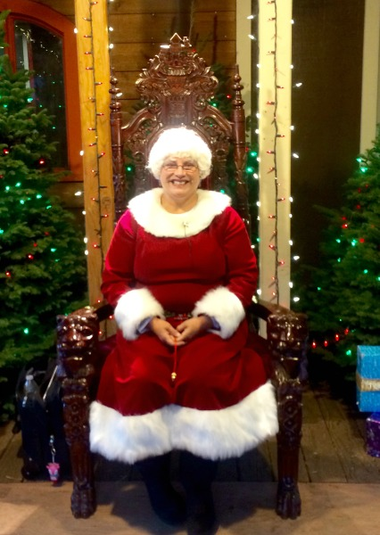 irvine-park-railroad-christmas-train-mrs-claus