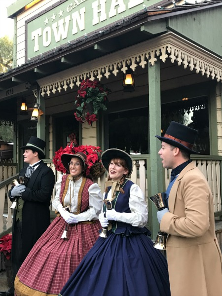 knotts-merry-farm-carolers-2
