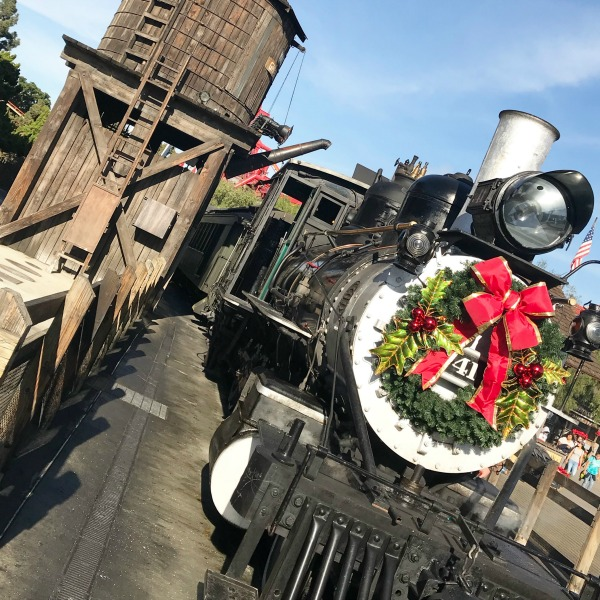 knotts-merry-farm-train