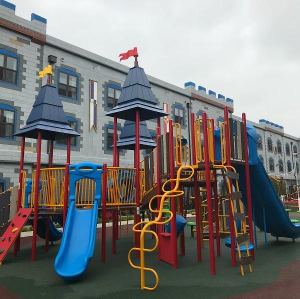 Iegoland-castle-hotel-royal-courtyard-playground-1