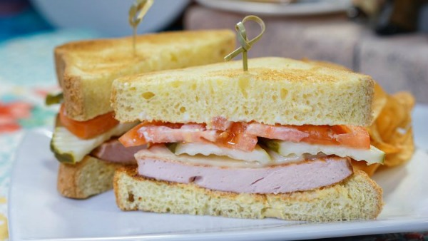 pixar-fest-fried-bologna-sandwich